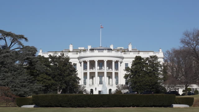 stockvideo's en b-roll-footage met white house in washington d.c. - white house