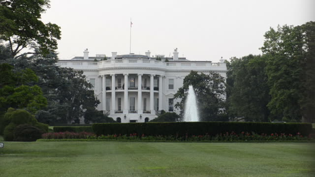 stockvideo's en b-roll-footage met white house in washington dc - white house
