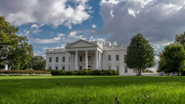 stockvideo's en b-roll-footage met witte huis noord facade gazon washington, dc in 4k/uhd - white house