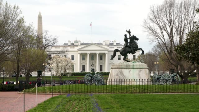 stockvideo's en b-roll-footage met witte huis noorden van lafayette square park in washington, dc in 4k/uhd - white house