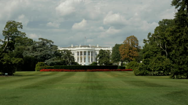 stockvideo's en b-roll-footage met witte huis zuid-gazon - white house