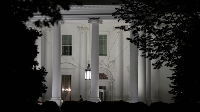stockvideo's en b-roll-footage met white house washington dc bij nacht - white house