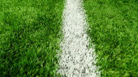 weiße linie von dem fußballplatz - gras stock-videos und b-roll-filmmaterial