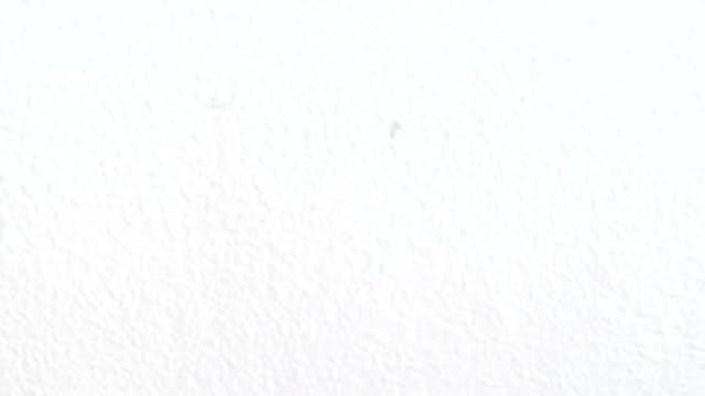 vídeos de stock, filmes e b-roll de textura de parede tinta branca. borrão - wall texture