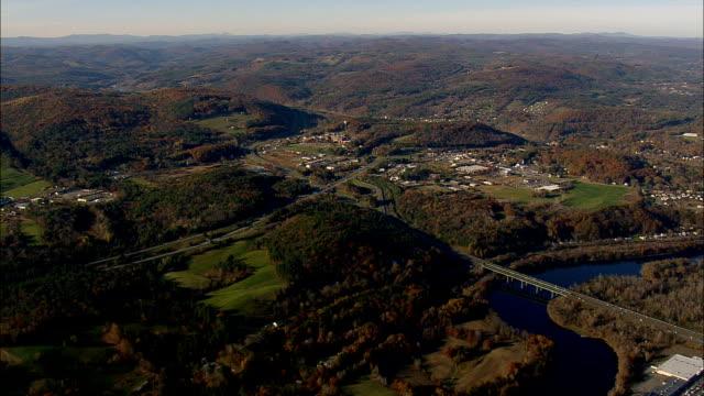 白色河連接點和西部黎巴嫩-鳥瞰-新罕布什爾州, 貝爾納普縣, 美國 - lebanon 個影片檔及 b 捲影像