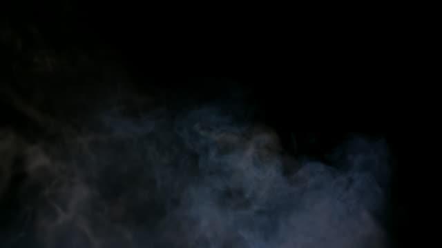 白い煙が黒の背景に分離 - 蒸気点の映像素材/bロール