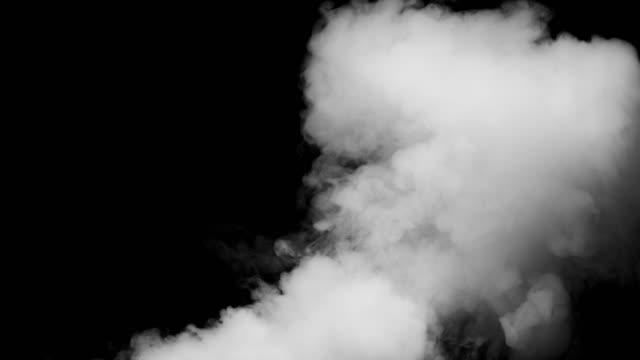 siyah arka plan üzerine beyaz duman - smoke stok videoları ve detay görüntü çekimi