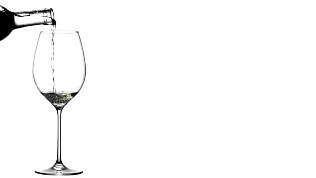 white wine poured in glass - vitt vin glas bildbanksvideor och videomaterial från bakom kulisserna