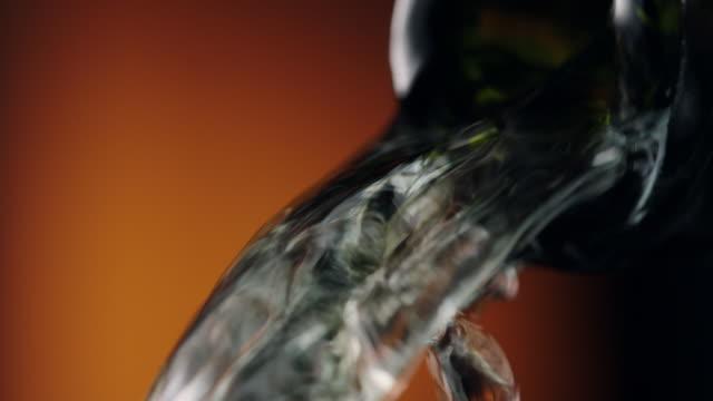 vitt vin - vitt vin glas bildbanksvideor och videomaterial från bakom kulisserna