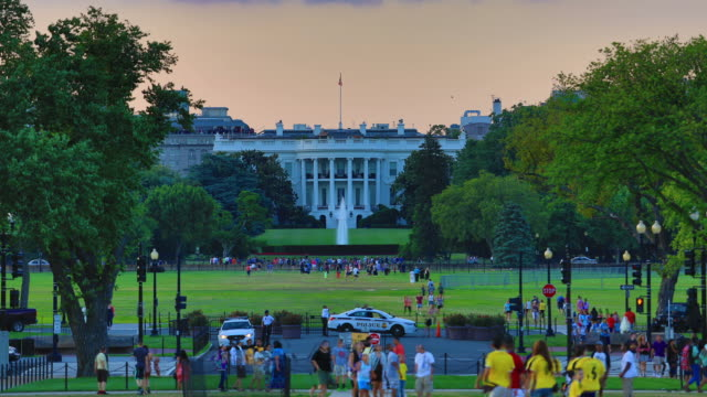 stockvideo's en b-roll-footage met whitehouse day to night time lapse - white house