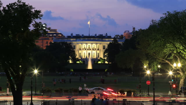 stockvideo's en b-roll-footage met whitehouse night time lapse - white house