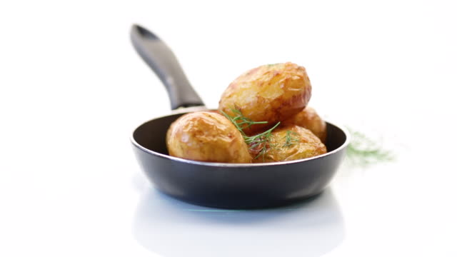 whole fried young potatoes in a pan - молодой картофель стоковые видео и кадры b-roll