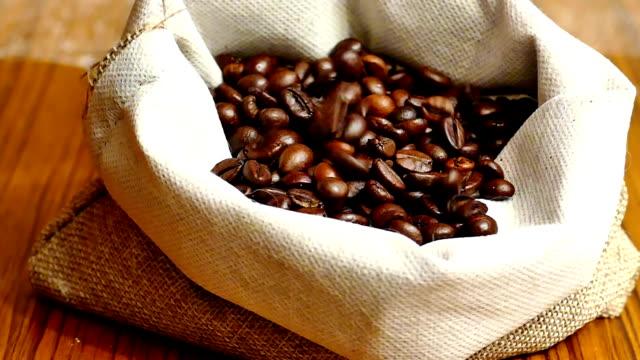 vollkorn-domestic schwarzer kaffee - schwarzer kaffee stock-videos und b-roll-filmmaterial