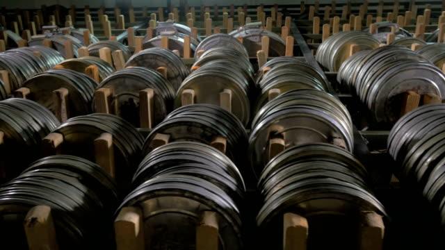 un'ampia collezione di materiale cinematografico e video. - cilindro video stock e b–roll