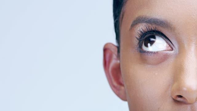 stockvideo's en b-roll-footage met grote ogen schoonheid - ooglid