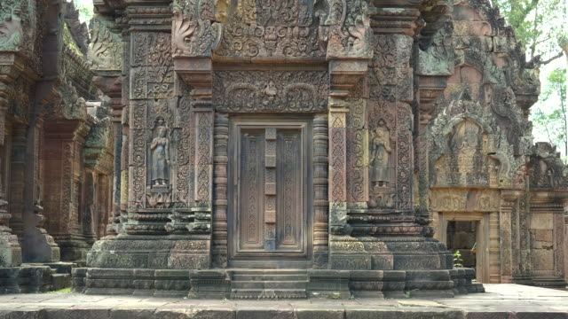 wide shot of a temple building with two devata at banteay srei