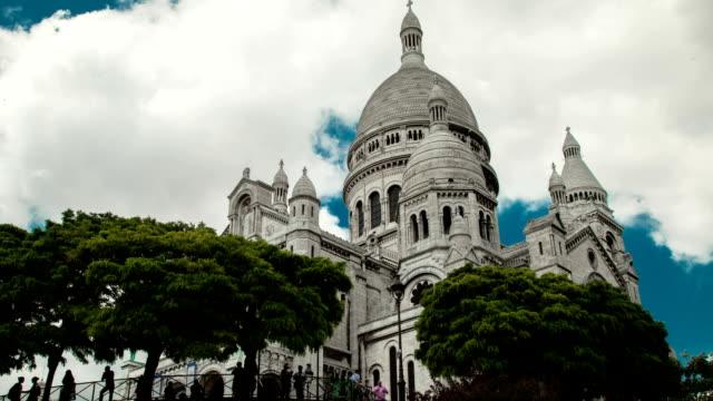 Wide shot Timelapse of Sacre Cœur church in Paris. video