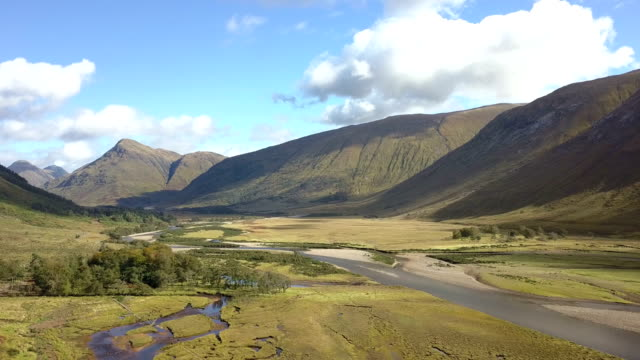 wide view on glen etive and the river etive in the highlands of scotland from the air - glencoe lochaber video stock e b–roll