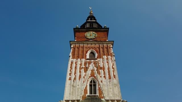 ratuszowa-turm, rathausturm von krakau, polen - krakau stock-videos und b-roll-filmmaterial
