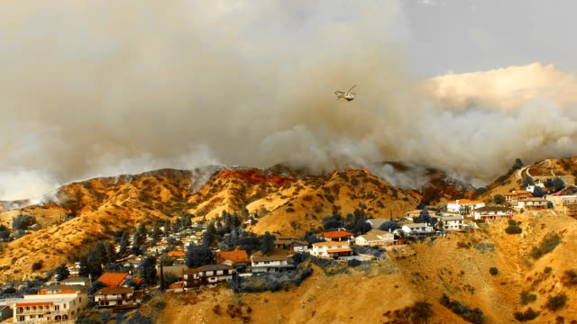 wildfire in neighborhood as rescue helicopter drop water - california video stock e b–roll