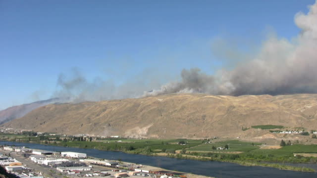 Wildfire on the Columbia River video