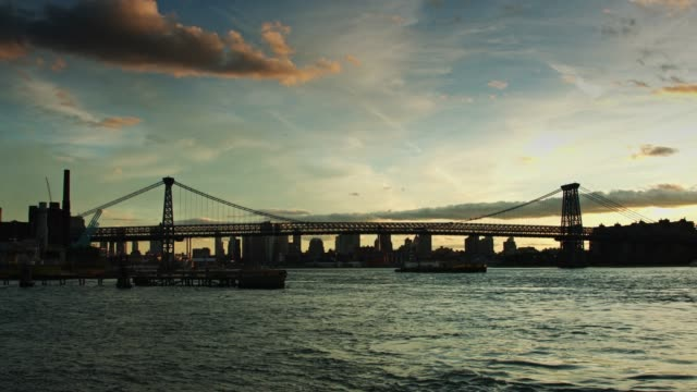 Williamsburg Bridge at Dusk video