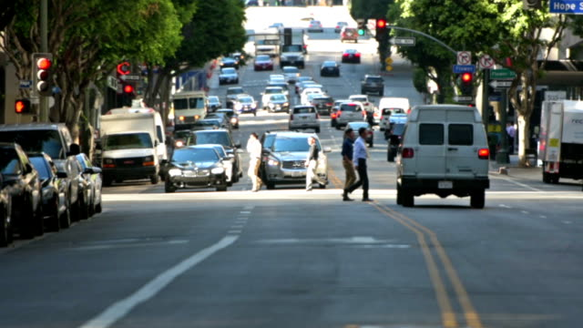 wilshire boulevard downtown los angeles - деловой центр города стоковые видео и кадры b-roll
