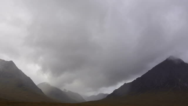 wind and clouds in glen coe valleys in scotland in autumn - glencoe lochaber video stock e b–roll