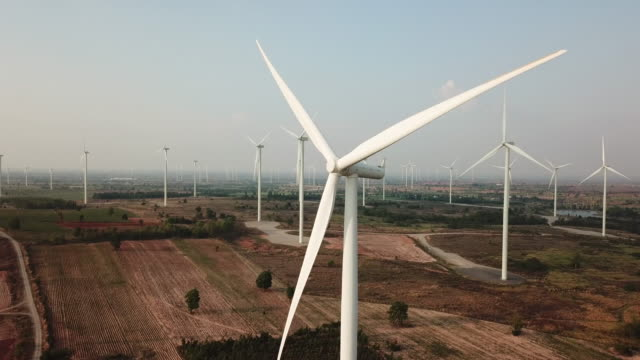 wind turbine aerial - turbina a vento video stock e b–roll