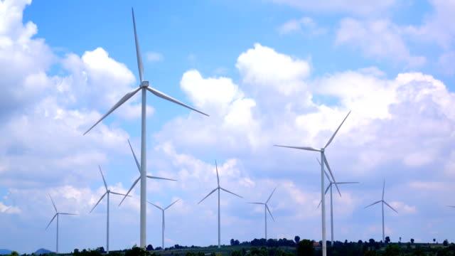vídeos y material grabado en eventos de stock de viento cielo nubes y turbina, 4k video - energía eólica