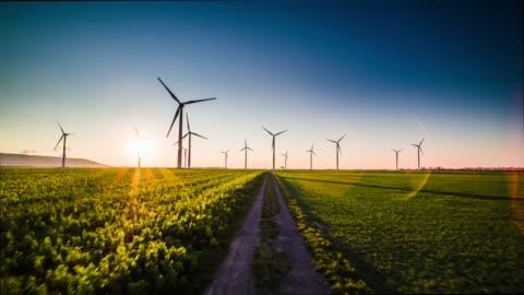 vídeos de stock e filmes b-roll de aerial : wind turbine farm at sunset - cena rural