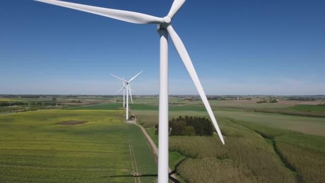 vindkraftverk och raps fält. - sweden bildbanksvideor och videomaterial från bakom kulisserna