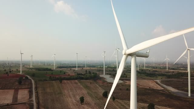 wind turbines create renewable energy - energia rinnovabile video stock e b–roll