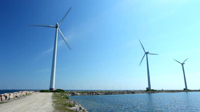 風力タービン/オフショア - 人の居住地点の映像素材/bロール