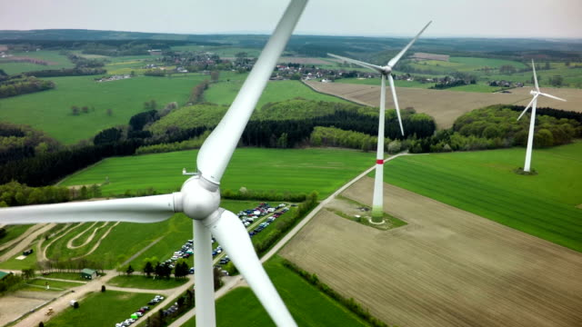 turbine eoliche - turbina a vento video stock e b–roll