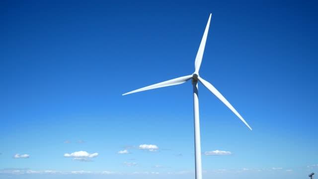 風力タービン  風力発電所  エレンズバーグワシントンアメリカの風車 - 人の居住地点の映像素材/bロール
