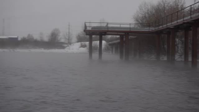 川の雪と風します。 - シベリア点の映像素材/bロール