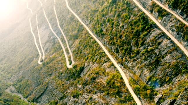 winding road in mountain - strada tortuosa video stock e b–roll
