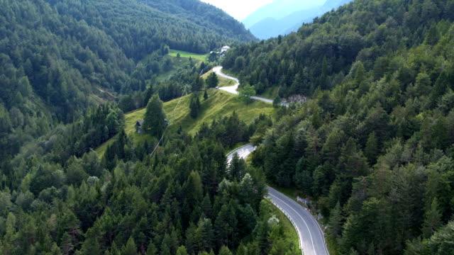 曲がりくねった道  - スロベニア点の映像素材/bロール