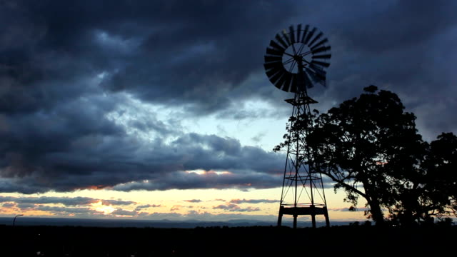 stockvideo's en b-roll-footage met windmill at sunset - vrouwtjesdier