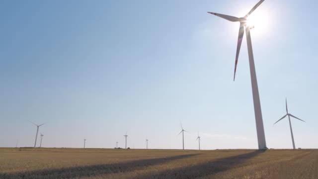風力発電用風車タービン - オルタナティブカルチャー点の映像素材/bロール