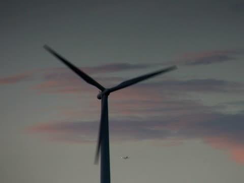 pal: windmill - klip uzunluğu stok videoları ve detay görüntü çekimi