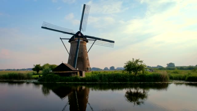 stockvideo's en b-roll-footage met molens bij kinderdijk in nederland. nederland - netherlands