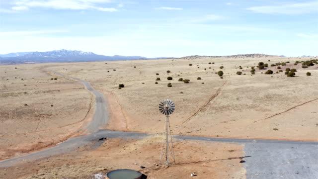 windmill/windpump in the desert - запад стоковые видео и кадры b-roll