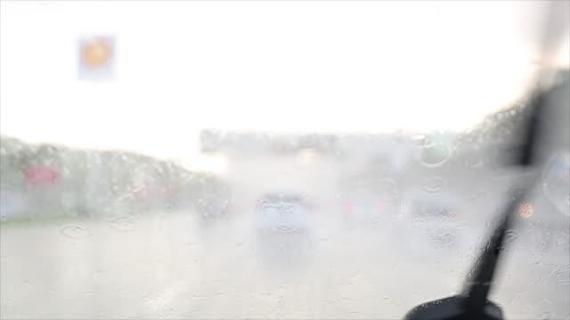 windshield rain wiper video