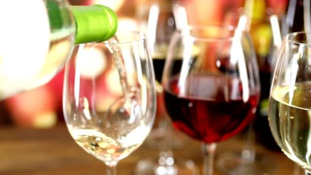 vin som hälls i slow motion - vitt vin glas bildbanksvideor och videomaterial från bakom kulisserna