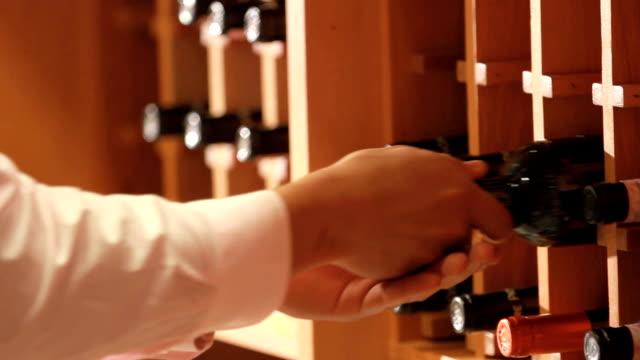 wine cellar - människokroppsdel bildbanksvideor och videomaterial från bakom kulisserna