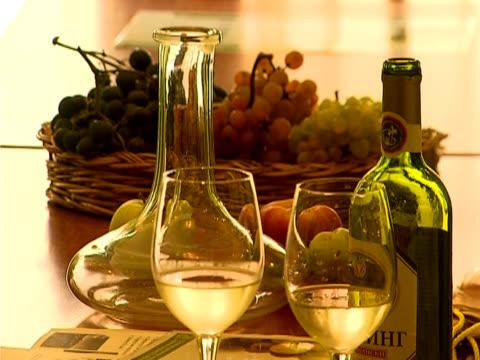 wine composition - vit rieslingdruva bildbanksvideor och videomaterial från bakom kulisserna