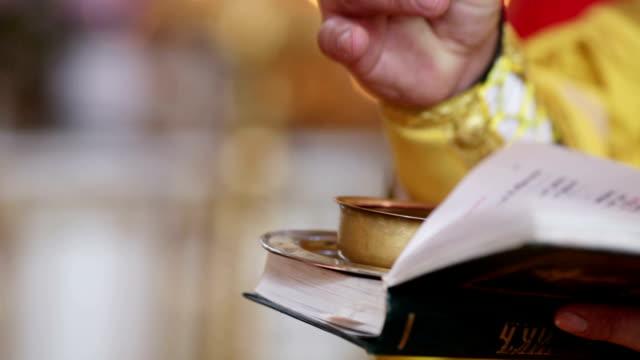 vídeos y material grabado en eventos de stock de vinos para bodas en church - misa