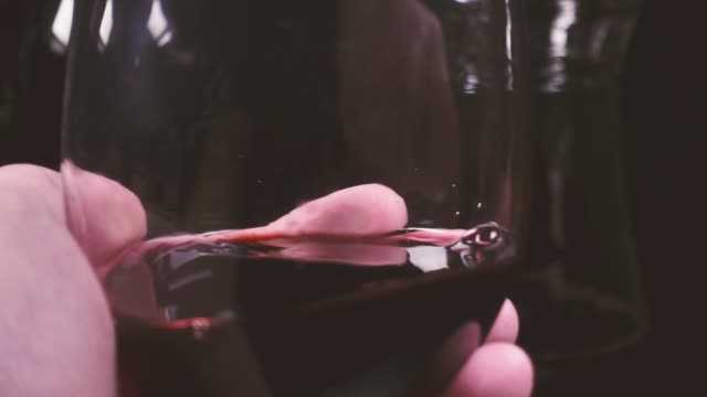 Wine glass in the men's palm video